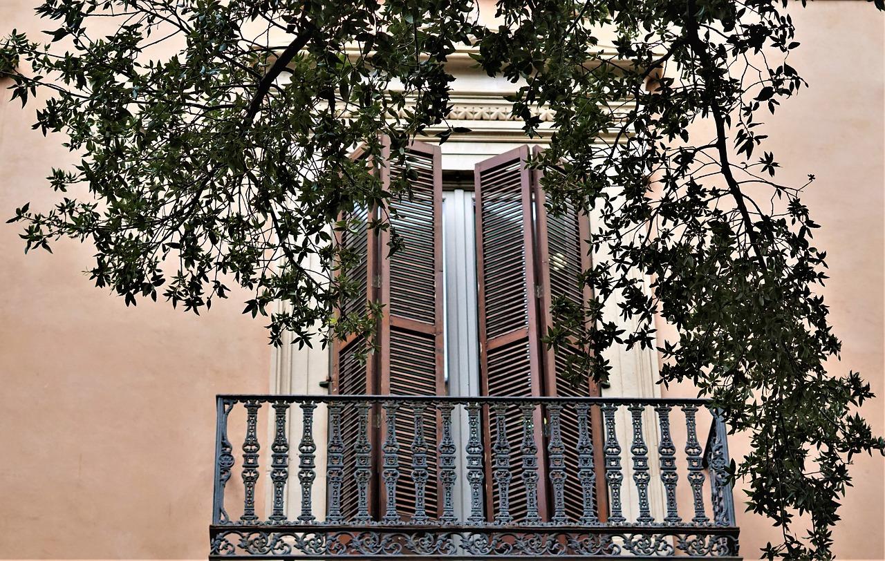 balcony-4540183_1280